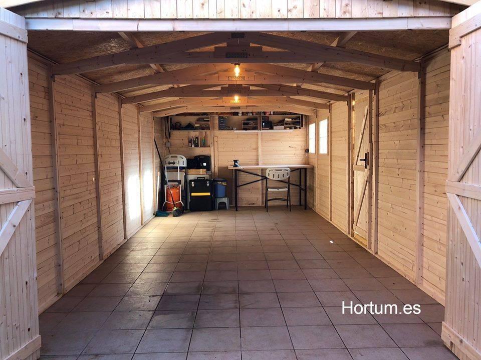 Interno garage di legno